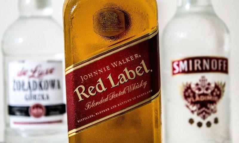Chai rượu Red Label 750ml giá bao nhiêu tiền?
